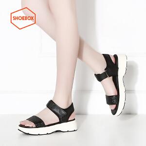 达芙妮旗下SHOEBOX/鞋柜夏款时尚亮面一字带平底魔术贴中跟女凉鞋