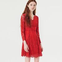 红袖冬季2019新款女装 蕾丝拼接收腰长袖V领连衣裙