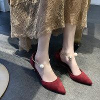 尖头高跟鞋粗跟珍珠扣性感浅口单鞋新款气质绒面仙女风