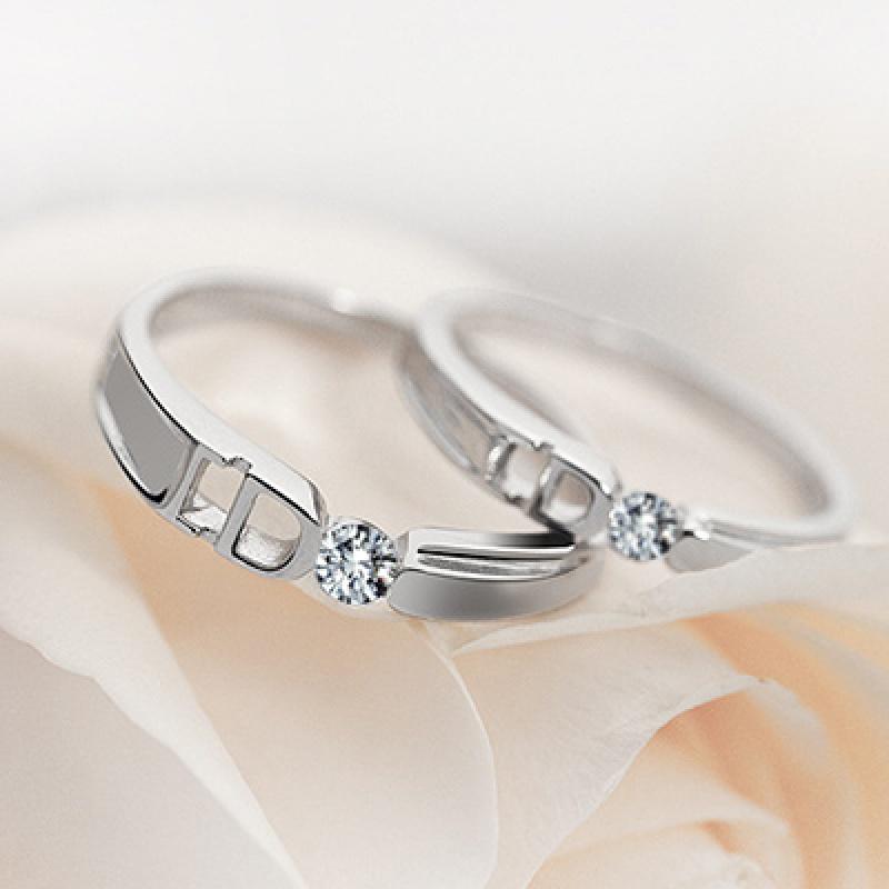 20180904035117977多款可供选择简约日韩男女情侣戒指仿真钻石饰品结婚对戒一对活口 发货周期:一般在付款后2-90天左右发货,具体发货时间请以与客服协商的时间为准