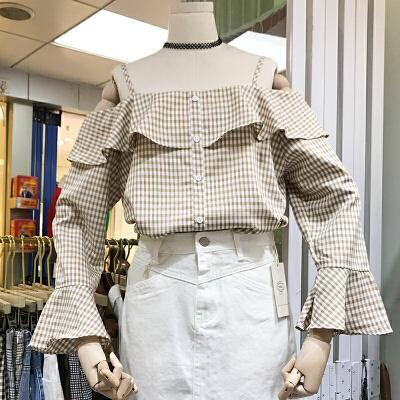 韩国ulzzang2018春装新款一字领吊带喇叭长袖格子衬衫套头上衣女 发货周期:一般在付款后2-90天左右发货,具体发货时间请以与客服协商的时间为准