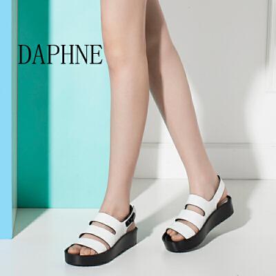 Daphne/达芙妮圆漾夏款 时尚潮扣带平底低跟露趾女凉鞋