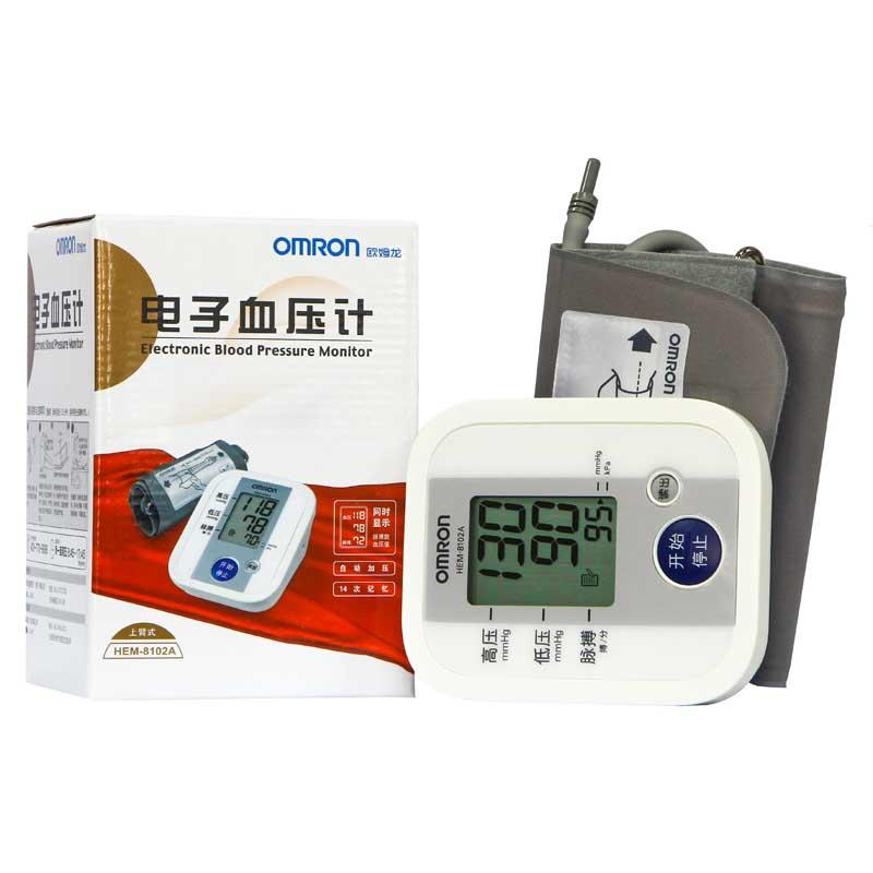 欧姆龙电子血压计HEM-8102A家用上臂式全自动量血压配4节7号电池同时显示脉搏数血压值