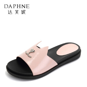 Daphne/达芙妮百搭圆头平底拖鞋 甜美猫咪金属装饰一字防滑女鞋