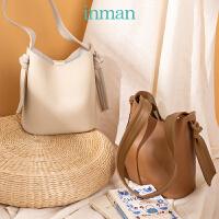 茵曼春季新款水桶包包时尚百搭单肩包大容量日式通勤包大包潮