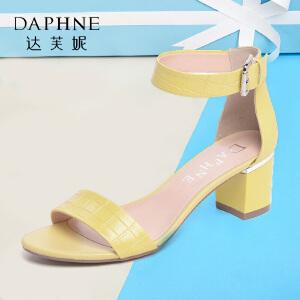 Daphne/达芙妮夏时尚粗中跟环扣凉鞋
