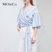 MOCO夏季新品绑带松紧喇叭袖条纹上衣 MA182TOP104摩安珂