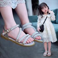 女童凉鞋春夏韩版百搭珍珠平底鞋时尚金属搭扣沙滩鞋