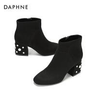 Daphne/达芙妮2017冬新款绒面方头短靴 粗跟珍珠装饰潮流及踝靴