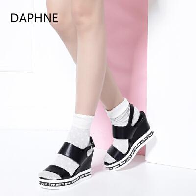 Daphne/达芙妮_Vivifleurs 夏季新款时尚字母鞋坡跟厚底女凉鞋