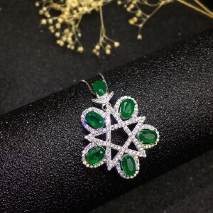 祖母绿吊坠,祖母绿被称为绿宝石之王,国际公认名贵四大宝石之一!