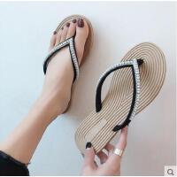 水钻平底人字拖鞋女百搭潮款新款海边度假沙滩鞋简约珍珠夹脚凉鞋女