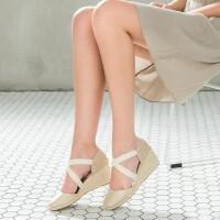 伊贝拉女鞋2017夏季新款坡跟麻底鞋包头一脚蹬凉鞋草编坡跟女鞋凉鞋
