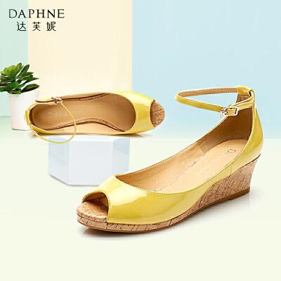 【双十一狂欢购 1件3折】Daphne/达芙妮 春季单鞋女坡跟甜美一字式扣带鱼嘴单鞋双十一狂欢购 1件3折
