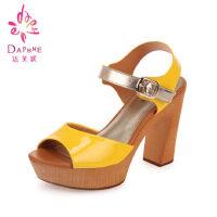 达芙妮夏季女士凉鞋 露趾粗跟女鞋高跟鞋清仓厚底防水台夏天鞋子