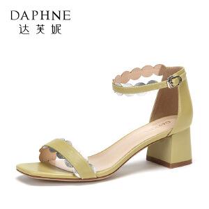 Daphne/达芙妮2018夏季新款一字带中跟粗跟拼色田园时尚凉鞋