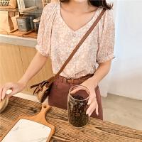 七格格衬衫女2019新款夏季韩版宽松显瘦v领露背学生印花短袖上衣