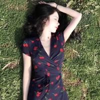 新款连衣裙春夏季复古短袖V领裹身樱桃印花中长款度假裙女装