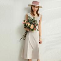【2折叠券预估价:159元】Amii极简气质锁骨V领连衣裙2020新款修身无袖字中长女小腰精裙子