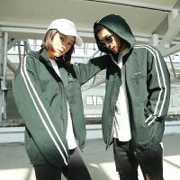原创潮牌秋季新款学院风80年代复古运动条纹情侣夹克外套 墨绿色