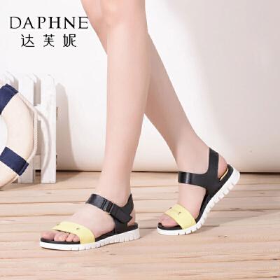 Daphne/达芙妮春夏款 一字带魔术贴平底休闲百搭凉鞋