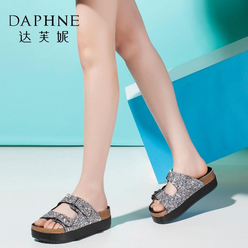Daphne/达芙妮夏款女鞋 时尚扣带拼色厚底松糕女鞋凉拖