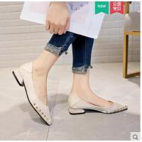 尖头韩版低跟单鞋女欧洲站新款韩版铆钉百搭气质瓢鞋豆豆鞋子