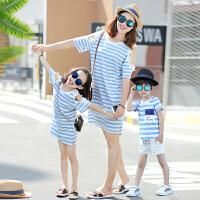 亲子装夏装新款潮春装母女装母子全家装长款T恤露肩连衣裙子