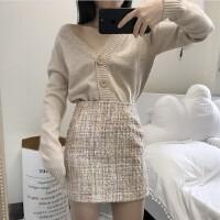 0423061955249秋装新款V领纽扣开衫外套+粗花呢包臀半身短裙两件套时尚套装女装
