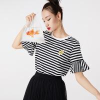 红袖金鱼绣花条纹喇叭袖圆领T恤