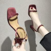 户外凉鞋休闲时尚水钻韩版休闲舒适一字带中跟女鞋