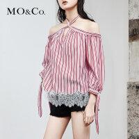 MOCO夏季新品蕾丝拼接绑带条纹一字肩上衣MA182TOP120 摩安珂