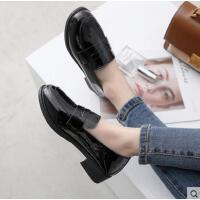 小皮鞋女英伦尖头漆皮单鞋女网红同款平底粗跟黑色一脚蹬乐福鞋