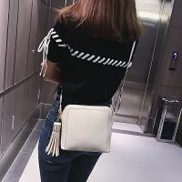 新款简约纯色百搭流苏单肩斜跨包时尚休闲小包包