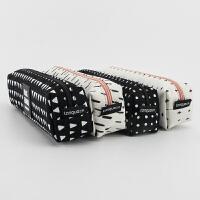 languo蓝果 LG-10316黑白时尚-方形笔袋 颜色图案随机 单个销售 当当自营