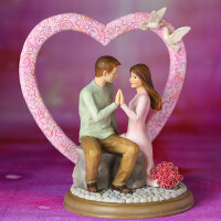20180712073828288仿木雕幸福家人客厅家居饰品摆设 实用时尚婚庆新婚创意礼物礼品 心心相印的爱侣