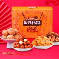 【�I券�M300�p200】【三只松鼠_年��Y盒�怨�大�Y包/1393g/7袋】每日�怨��Y盒零食小吃干果
