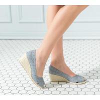 伊贝拉女鞋夏季新款坡跟麻底鞋鱼嘴一脚蹬休闲简约百搭舒适透气草编凉鞋女鞋