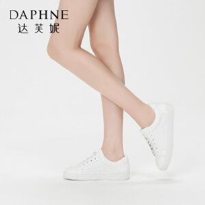 Daphne/达芙妮 休闲平底圆头时尚字母纹理系带小白鞋
