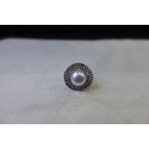 淡水珍珠镶钻胸针
