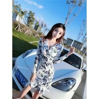 秋冬季裙子2018韩版新款时尚女神复古气质长袖包臀印花打底连衣裙 蓝色花