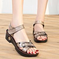 夏季新款女式凉鞋中跟坡跟百搭舒适中年女凉鞋中老年妈妈凉鞋