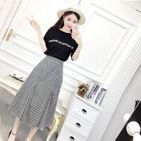 套装女夏时尚气质新款韩版纯棉字母印花修身T恤+格子半身裙两件套 图片色