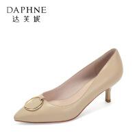 Daphne/达芙妮秋季真皮小羊皮浅口金属扣尖头中跟女单鞋