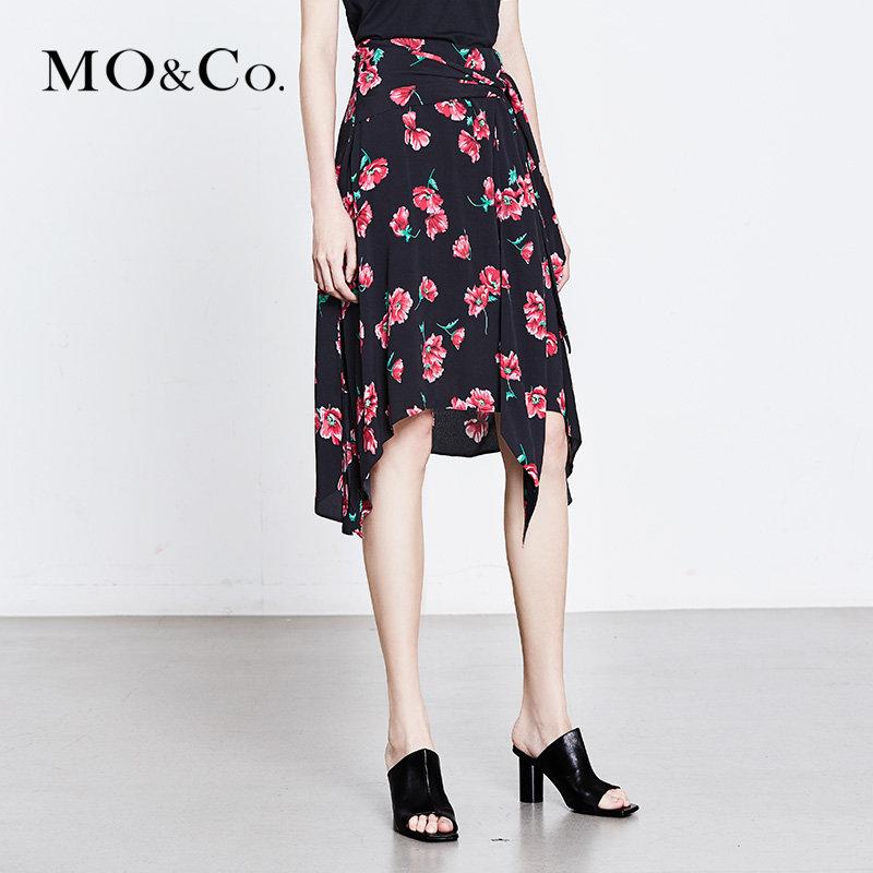 MOCO夏季新品中腰印花不规则裙摆半身裙MA182SKT113 摩安珂 满399包邮 浪漫印花 不规则裙摆