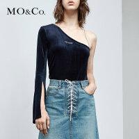 MOCO新品露肩刺绣开衩丝绒斜肩上衣MA182TOP212 摩安珂