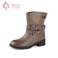 【冬季新品】Daphne/达芙妮女鞋冬季复古休闲女靴子圆头套筒马丁方跟短靴