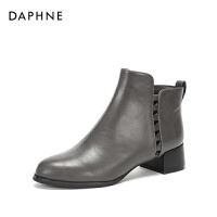 Daphne/达芙妮2017冬新款短靴 个性铆钉装饰街头风潮流切尔西靴女