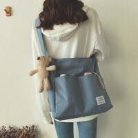 帆布包包女大容量水桶包单肩斜跨包韩版通勤大学生上课书包休闲袋