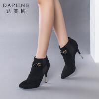 达芙妮女靴秋冬季时尚靴子性感尖头细高跟女短靴皮带扣绒面踝靴
